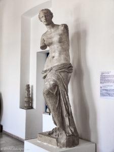 Copy of Aphrodite of Melos statue