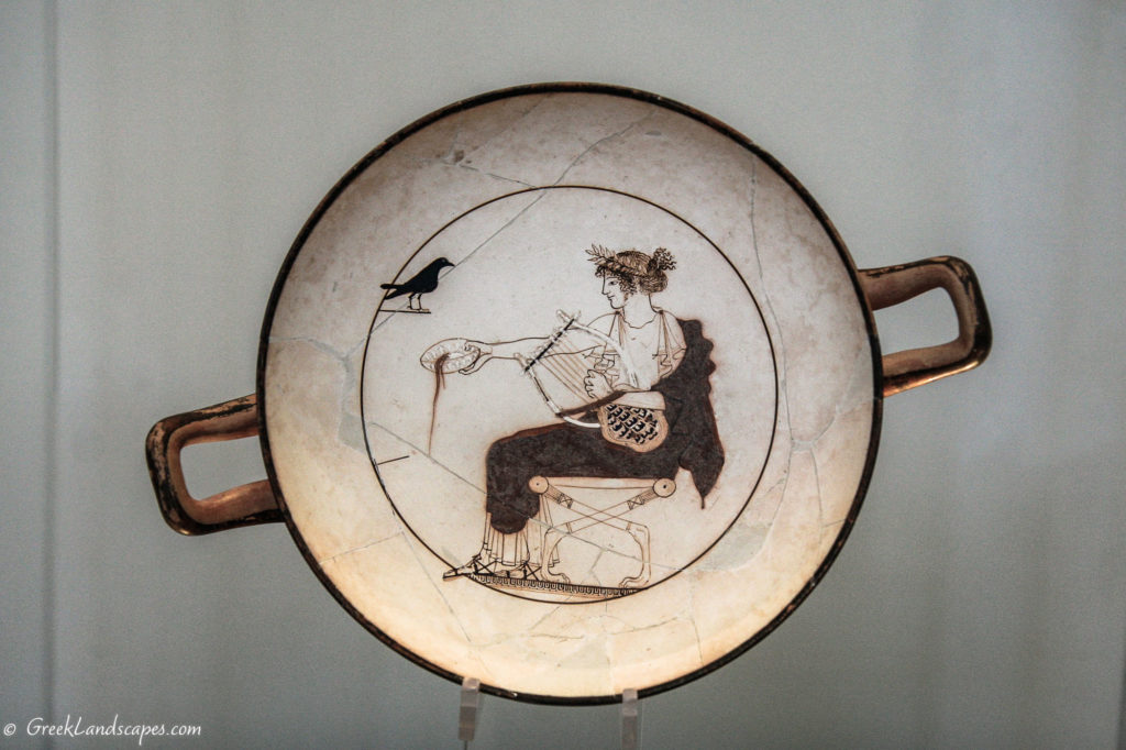 Pottery with depiction of Apollo